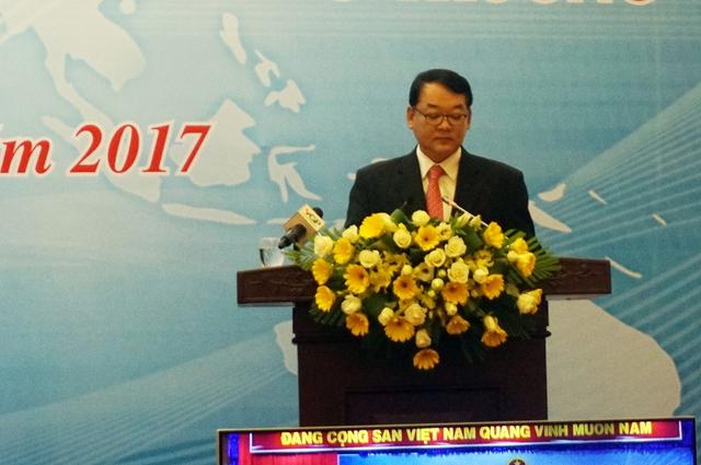 Ông Hyun Woo Bang, Phó Tổng giám đốc Samsung Việt Nam, phát biểu tại hội nghị. Ảnh: Duy Minh