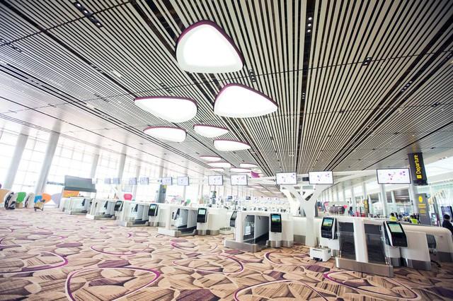 Hệ thống check-in tự động giúp giảm thiểu tối đa thời gian chờ đợi của hành khách. Khi họ đi qua một hành lang, công nghệ nhận diện khuôn mặt sẽ thực hiện công việc vốn được làm bởi các nhân viên thông thường.