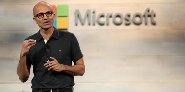 Satya Nadella, CEO của Microsoft từng theo học chuyên ngành kỹ sư điện ở học viện công nghệ Manipal, bằng Thạc sĩ tại trường đại học Wisconsin Milwaukee và bằng MBA tại trường kinh doanh Chicago Booth. Mặc dù được sinh a ở Ấn Độ, ban đầu mơ ước của Nadella là trở thành một cầu thủ cricket chuyên nghiệp. Sau đó, ông nhận ra niềm đam mê muốn tạo ra một thứ gì đó và quyết tâm theo đuổi khoa học và công nghệ.