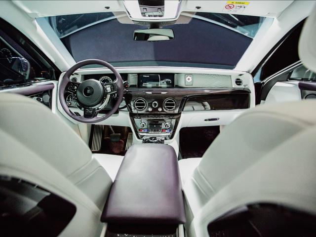 <br /> Ghế trước cũng được thiết kế tối ưu nhất cho người lái.<br />