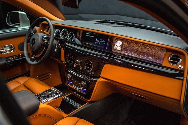 <br /> Công cụ hỗ trợ tài xế bao gồm hệ thống máy quay bao quanh xe, có khả năng quan sát ban đêm, hệ thống cảnh báo va chạm, người đi hộ hay thay đổi làn đường…. Hệ thống màn hình độ nét cao tạo điều kiện hoàn hảo cho tài xế điều khiển phương tiện.<br />