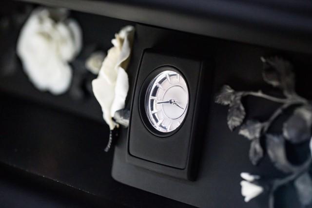 <br /> Những điểm nhấn tinh tế là điều không thể thiếu trên những chiếc xe như Phantom và phiên bản VIII cũng không phải ngoại lệ.<br />