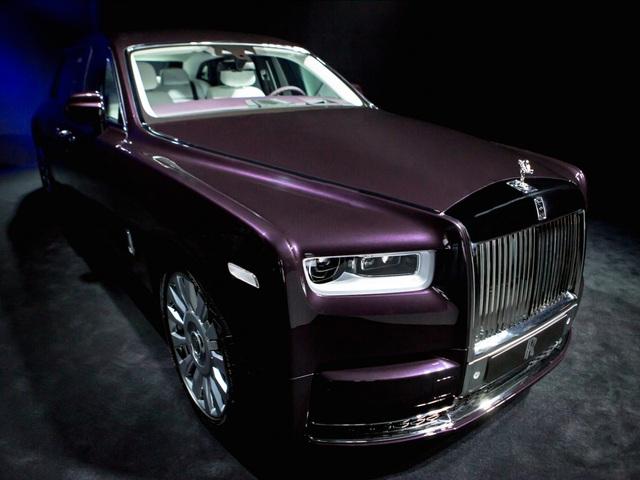 <br /> Phantom VIII là chiếc xe đầu tiên cấu thành từ khung nhôm hoàn toàn, được gọi là Kiến trúc của sự sang trọng. Thiết kế này sẽ được áp dụng cho các loại phương tiện thế hệ sau của Rolls-Royce bởi sự tối ưu của nó.<br />