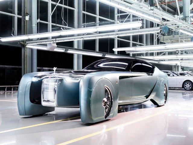 <br /> Tuy nhiên, nhiều yếu tố trong thiết kế của Phantom VIII được lấy cảm hứng từ mẫu 100EX của Rolls-Royce.<br />