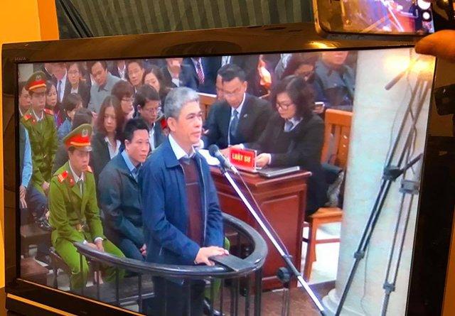 Bị cáo Nguyễn Xuân Sơn tại tòa án ngày 27/2 (ảnh: Tùng Lâm)