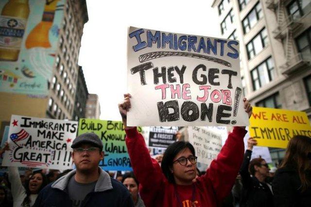 ' Người nhập cư biểu tình phản đối Tổng thống Trump. '