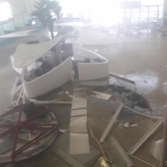 Sân bay Công chúa Juliana tan hoang vì bão Irma.