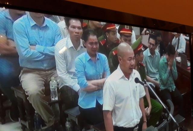 Phiên tòa sáng 19/9: Hà Văn Thắm, Nguyễn Minh Thu khóc khi cấp dưới nói không oán trách lãnh đạo và nhắc về gia đình - Ảnh 1.