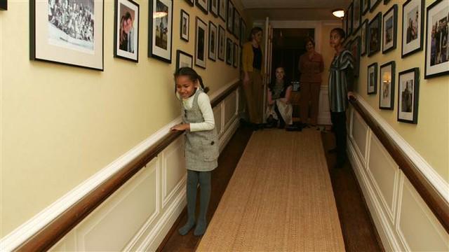 Còn Sasha đã trở thành thiếu nữ thay vì cô bé 7 tuổi như lần đầu tới Nhà Trắng.