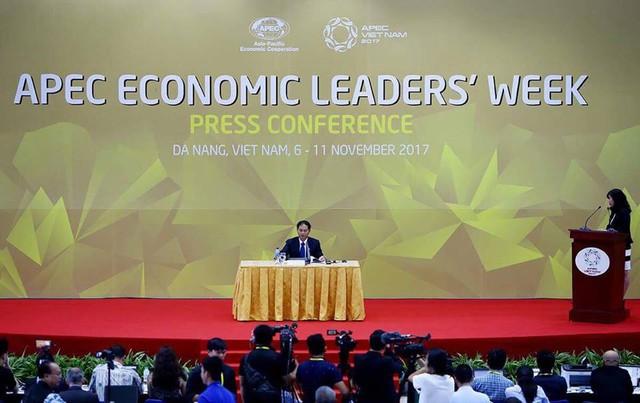 Toàn cảnh cuộc họp báo kết thúc nghị Tổng kết Quan chức Cao cấp (CSOM).