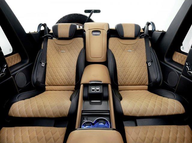 Chiếc xe được thiết kế với máy mát-xa đá nóng ở ghế sau.