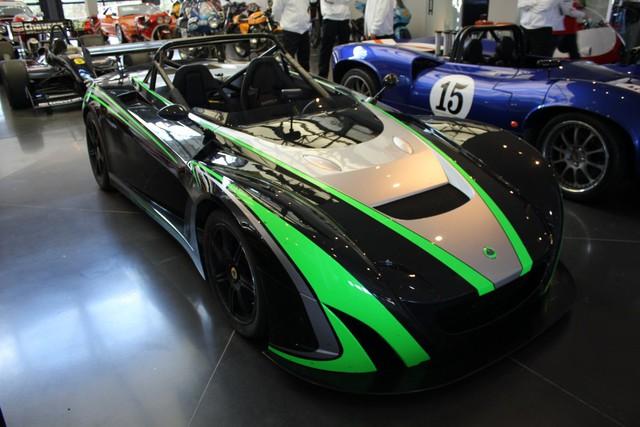Đây là một trong 2 siêu xe Lotus 2-Elevens mà Wilzig sở hữu.