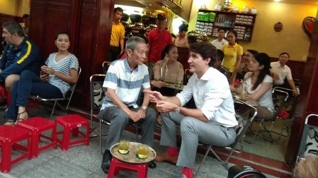 Trước đó, khi nói chuyện với sinh viên Đại học Tôn Đức Thắng, Thủ tướng Canada đã chia sẻ về các chuyến du lịch tới nhiều nước trên thế giới của ông. Trong đó ông đã đến Việt Nam trước đây và nhận ra rằng người Việt Nam rất nồng nhiệt, thân thiện, mến khách.