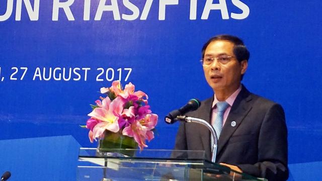 Thứ trưởng Bùi Thanh Sơn phát biểu khai mạc Đối thoại của APEC về các RTAs/FTAs trong khu vực châu Á – Thái Bình Dương. Ảnh: Linh Anh