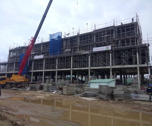 Dự án condotel lớn nhất Đà Nẵng - Cocobay có tốc độ xây dựng khá nhanh. Các toà căn hộ hiện đều được xây dựng đến tầng thứ 5, khu công viên cảnh quan, hạ tầng giao thông nội bộ cũng đã được xây dựng hoàn thành.