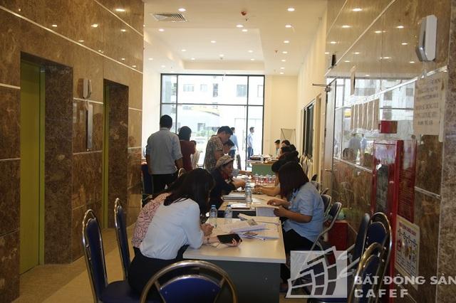 Bắt đầu từ ngày 17-22/4, các căn hộ tại đây đã được tiến hành bàn giao cho khách hàng.