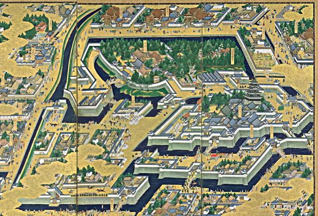 Tokyo ban đầu có tên là Edo, nghĩa là cửa sông. Cuối thế kỷ 12, Edo được tộc Edo xây dựng thành một pháo đài. Dấu tích của tường thành vẫn còn tồn tại tới ngày nay.