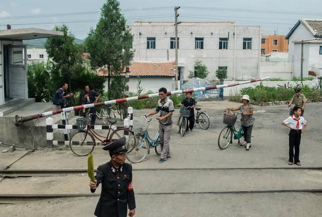 Xe đạp là phương tiện chủ yếu của những người dân sống tại các vùng nông thôn Triều Tiên.