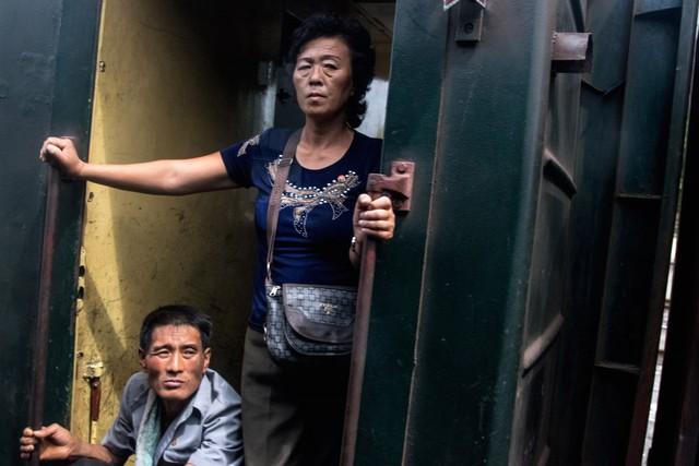 Nhiều người dân báo vụ việc lên cảnh sát, khiến Chu bị thu giữ điện thoại để kiểm tra. Dù đã ẩn phần lớn những bức ảnh nhưng một số bức vẫn bị xóa.