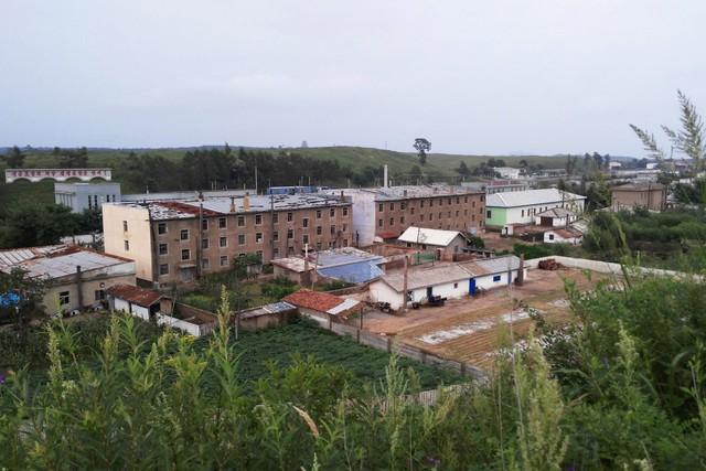 Những khu dân cư nằm ở trung tâm ngôi làng.