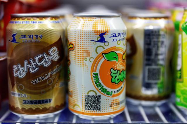 """Dù phần lớn hàng hóa được sản xuất trong nước nhưng người Triều Tiên tỏ ra hài lòng với các sản phẩm này. Kim Chul-ung, giáo viên thể dục 39 tuổi, cho biết: """"Tôi nếm được vị trái cây thật trong những loại đồ uống của Triều Tiên, khác hẳn so với đồ uống của các nước khác""""."""