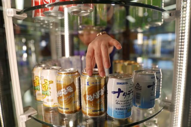 Ngoài đồ uống có cồn, Air Koryo cũng cung cấp các loại nước hoa quả cho người sử dụng.