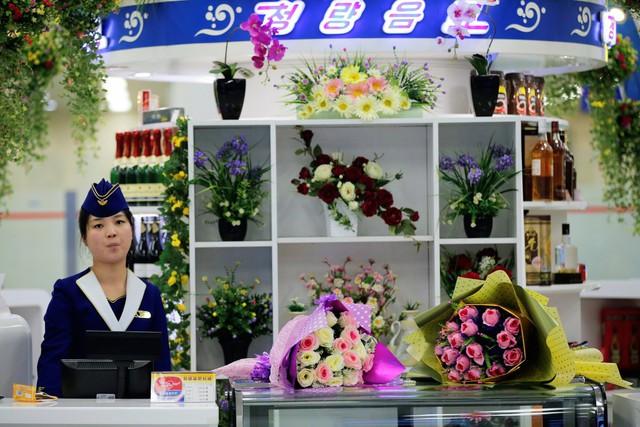 Một quầy hoa ở sân bay Bình Nhưỡng.