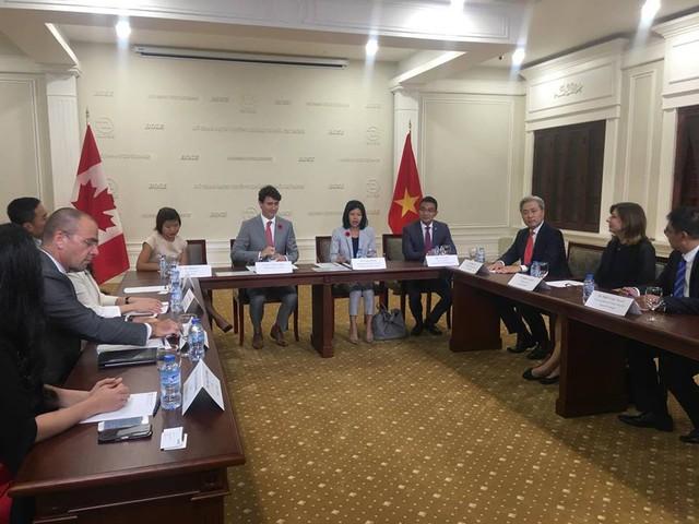 Ông Trudeau gặp mặt các doanh nhân