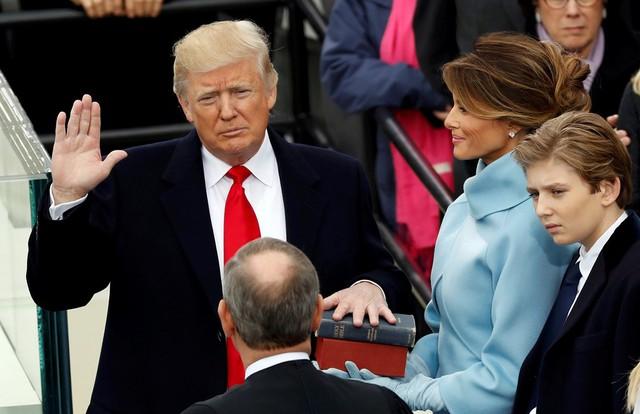 Tổng thống Donald Trump tuyên thệ nhậm chức.