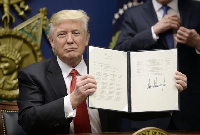 Hai sắc lệnh hành chính về cấm nhập cư của ông Trump đều bị các thẩm phán liên bang chặn. Ảnh: Getty Images