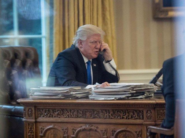 Tổng thống Mỹ Donald Trump ra sắc lệnh gây tranh cãi về người nhập cư sau một tuần ở Nhà Trắng.