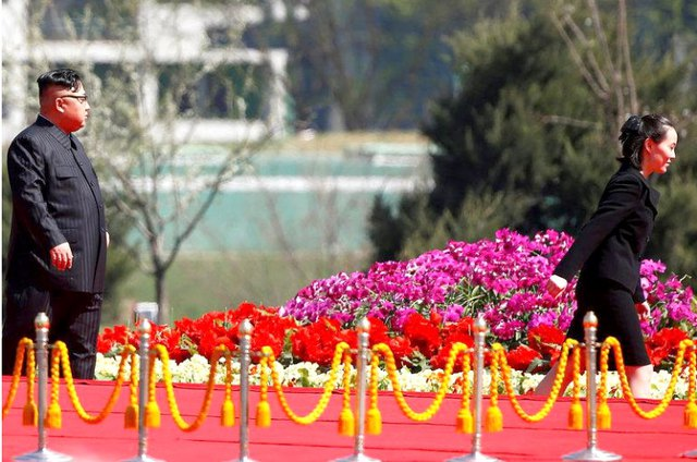 Kim Yo Jong quay về sau khi trợ giúp anh trai trong một sự kiện lớn ở Bình Nhưỡng. Ảnh: Reuters