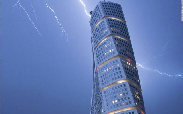 Tòa nhà Turning Torso cao 190m, được khánh thành năm 2005