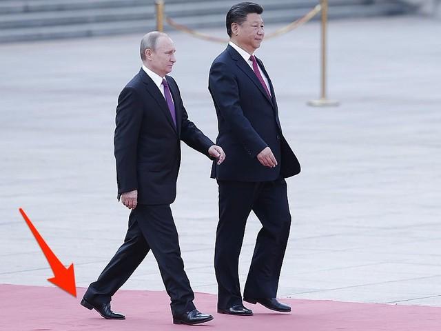 Tổng thống Nga Vladimir Putin nhờ giày dép để cải thiện chiều cao.