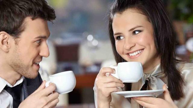 Tự tin thúc đẩy các mối quan hệ nhanh hơn.