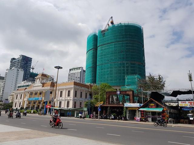 Ông Lê Anh Đức - Chủ tịch công ty Vịnh Nha Trang thừa nhận rằng sẽ từ bỏ ý tưởng xây thêm 4 tầng tại dự án này cho dù có chọn được nhà thầu mới.