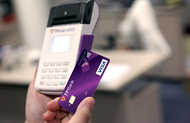 Chỉ cần đặt TPBank payWave cạnh POS/mPOS và thế là thanh toán