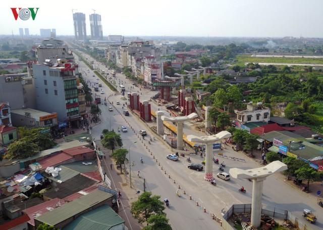 Nhưng sau đó, Ban quản lý dự án Đường sắt đô thị Hà Nội phải lùi tiến độ đến năm 2015, 2017 và đến nay xác định đến 2021 cố gắng hoàn thành.