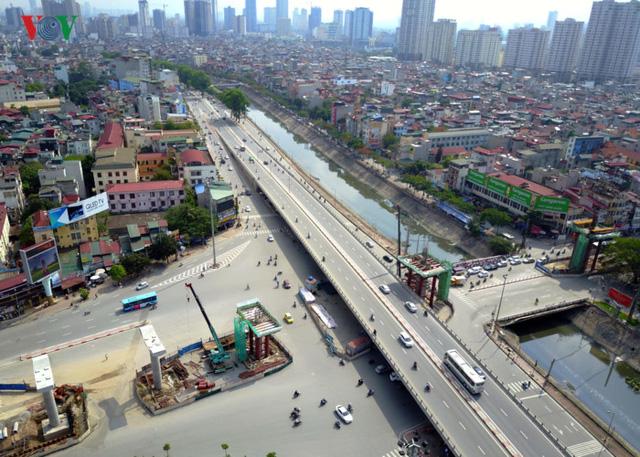 hời gian qua người dân sinh sống dọc đường Kim Mã liên tục gửi đơn thư phản ánh thiết kế ga ngầm S9 có hệ thống thông gió (phía nam nhà ga) xây dựng vào giữa khu dân cư, phải thu hồi nhà ở của nhiều hộ dân. Điều này khiến khoảng cách từ hệ thống thông gió đến nhà dân chỉ từ 0m đến không quá 2m.