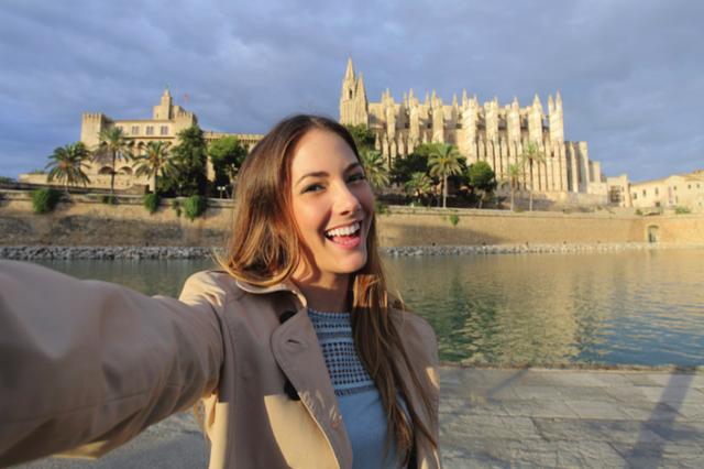 9 xu hướng du lịch bùng nổ năm 2018: Ngày càng nhiều phụ nữ thích đi du lịch một mình - Ảnh 1.