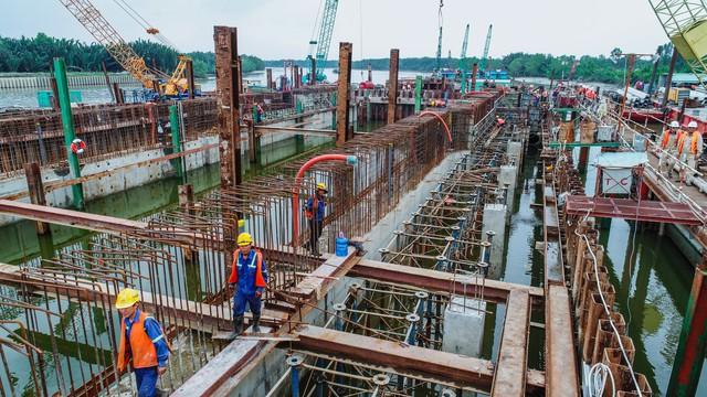 Những hình ảnh mới nhất của dự án chống ngập do triều 10.000 tỷ đồng ở TP.HCM - Ảnh 14.