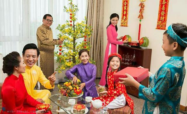 6 điều gia đình nào cũng nên làm trong 3 ngày Tết để mang lại may mắn, tài lộc cho cả năm - Ảnh 2.