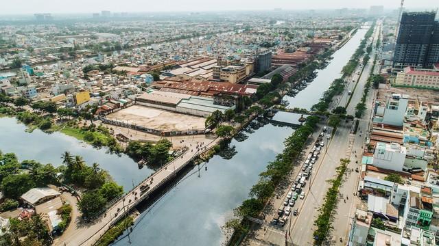 """""""Cuộc chiến"""" trên phân khúc căn hộ chung cư dọc sông phía Tây Nam Sài Gòn - Ảnh 1."""