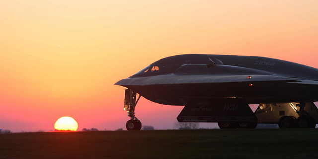 Mỹ đưa máy bay ném bom tàng hình tới đảm Guam, sẵn sàng tấn công hạt nhân chiến thuật vào Triều Tiên? - Ảnh 1.