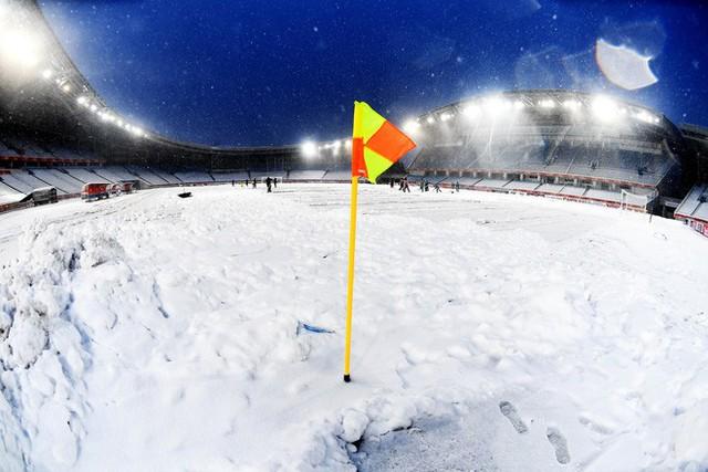 Cập nhật sáng 27/1: Thời tiết diễn biến xấu, BTC tính tới trường hợp hoãn trận chung kết - Ảnh 2.