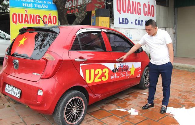 Muôn kiểu trang điểm xe hơi và người trước trận đấu lịch sử của U23 Việt Nam - Ảnh 1.