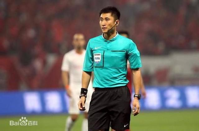 Chân dung vị trọng tài Trung Quốc sẽ bắt chính trong trận chung kết U23 châu Á 2018 - Ảnh 10.