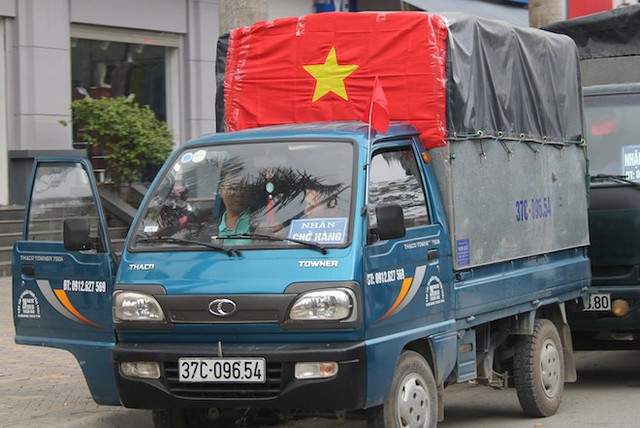 Muôn kiểu trang điểm xe hơi và người trước trận đấu lịch sử của U23 Việt Nam - Ảnh 15.