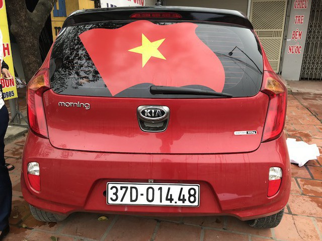 Muôn kiểu trang điểm xe hơi và người trước trận đấu lịch sử của U23 Việt Nam - Ảnh 3.