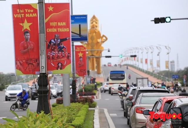 Một không khí rất khác trước ngày diễn ra trận chung kết U23 Châu Á: Màu cờ sắc áo đã tràn ngập khắp phố phường! - Ảnh 21.